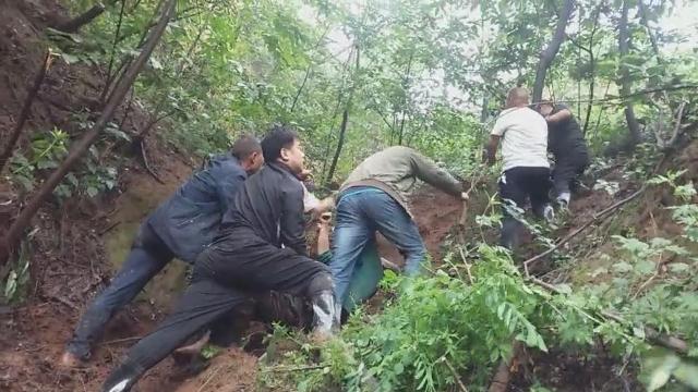 三门峡渑池县6小时生死营救!村民掉下悬崖,村干部带领村民搜寻