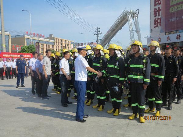 安徽省阜阳市大型商贸市场灭火救援演练在临沂商城举行