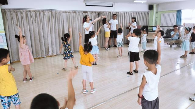 潍坊晶斗云戏剧 潍坊晶斗云戏剧教育中心排练音乐剧热身