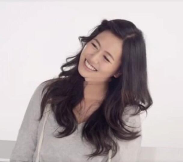 江珊21岁女儿近照酷似老爸高曙光,无意进演艺圈发展
