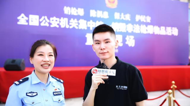 重庆市公安局治安总队枪爆支队民警陈虹接受凤凰网重庆采访