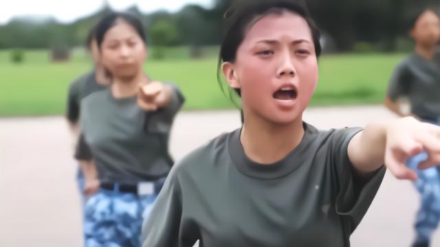 实拍香港大学生体验军营生活:坐装甲车 搭乘舰艇维港巡逻