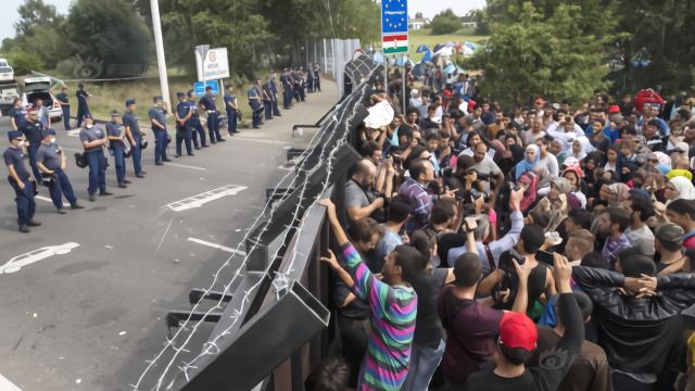 数万名工人集体罢工要求,中方涨工资中方不想干可以走