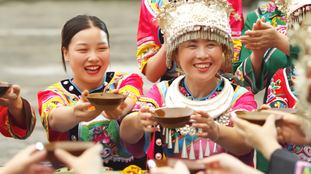 重庆双晒:彭水蚩尤九黎城 邀您共品苗家长桌宴