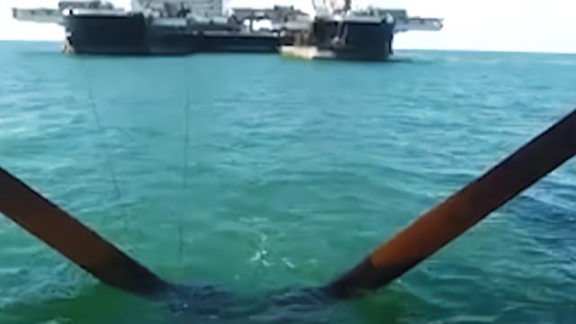 被称为海上巨无霸,排水量竟是辽宁舰的15倍!