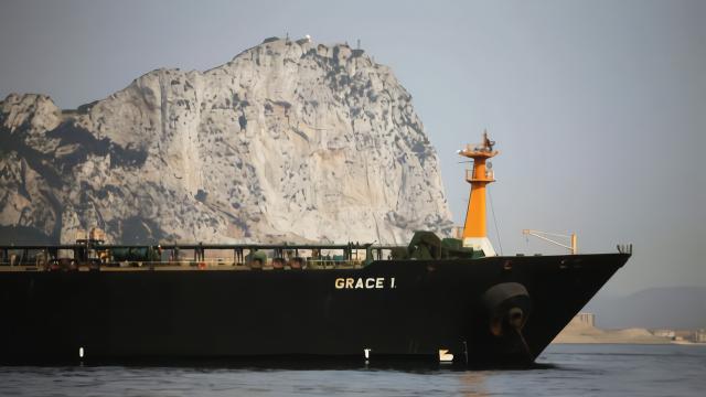 高悬国旗,伊朗油轮已离开直布罗陀,能突破美军拦截安然回国?
