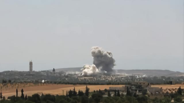 土耳其军方车队在叙利亚遭空袭 造成3名平民死亡12人受伤