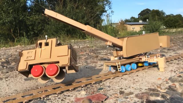 用纸板制作遥控铁路起重机,动手能力真厉害!