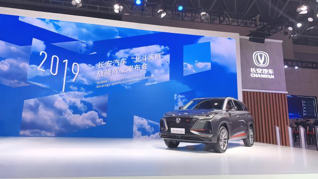 麻辣拍客丨长安汽车在智博会现场发出全球第一条车载微信