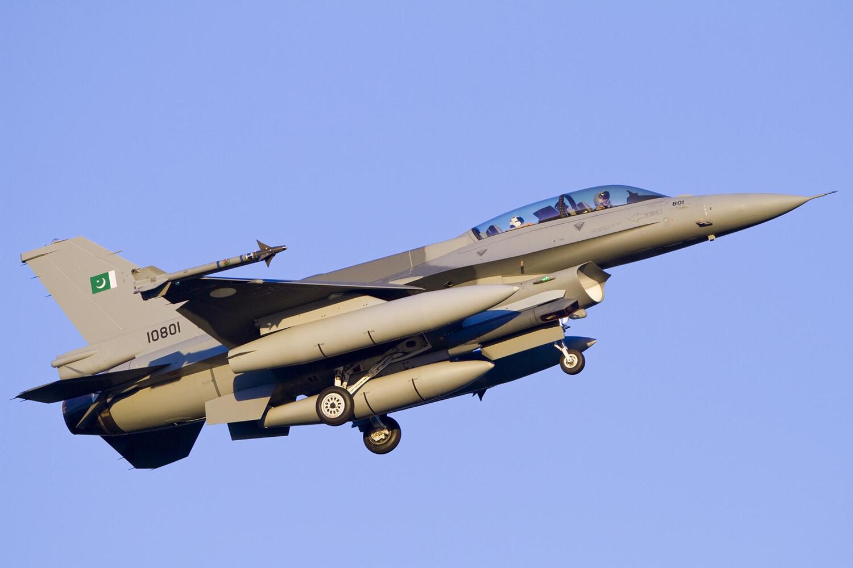歼10C单挑3架枭龙战机,巴铁飞行员承认比F16强
