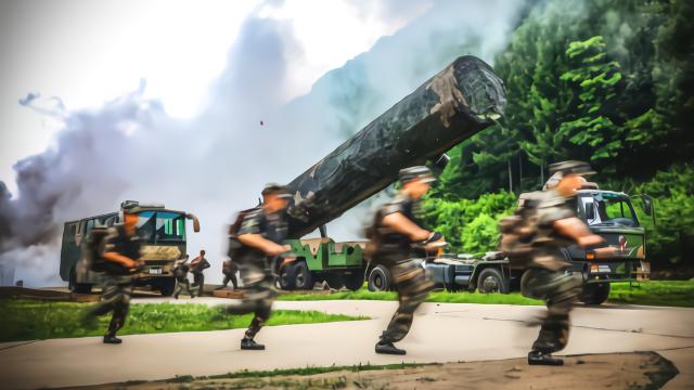 央视曝东风31发射绝密画面 不愧是解放军阅兵式上压轴武器