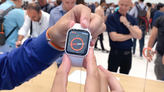 Apple Watch S5 现场上手:屏幕支持常亮显示