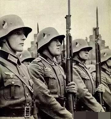 中华党卫军 二战时德国国防军和党卫军有什么区别?二者战斗力谁更强?