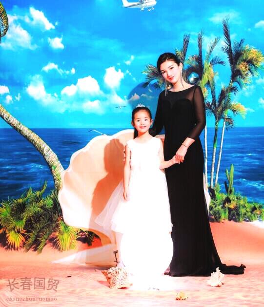 黄奕和6岁女儿合影照曝光,母女亲密互动,画面温馨有爱