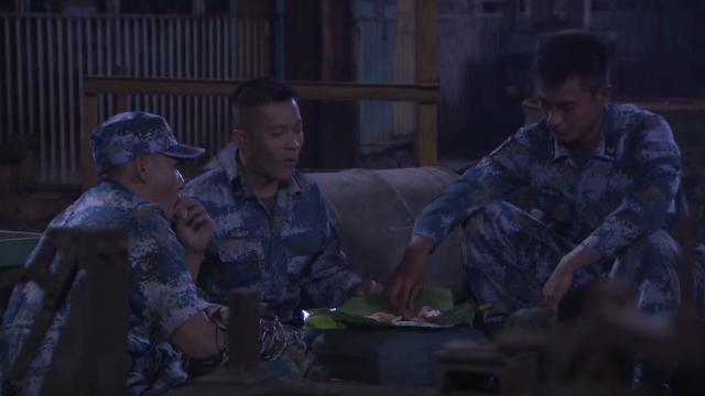 蒋小鱼三人真悠闲,别人都紧张比赛,他们却在吃生鱼片