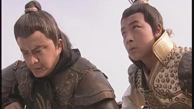 宇文成龙刚当元帅,欲来一记下马威,命裴元庆父子先在帐外跪候