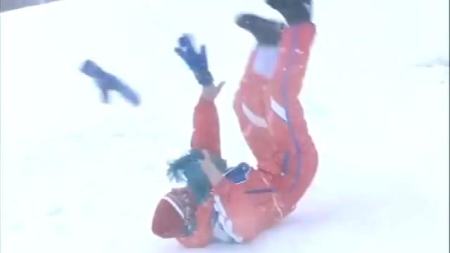 堂堂武林高手,滑雪的时候被摔得连续翻滚八十圈,真是丢人