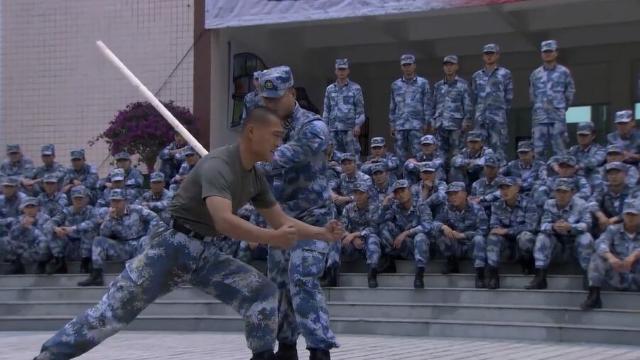 部队里各个是人才,每人都身怀绝技,鼓掌叫好接连不断
