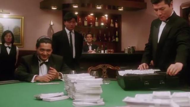 周润发最经典的一部《赌神》,赌桌之上步步惊心,这才是高手过招