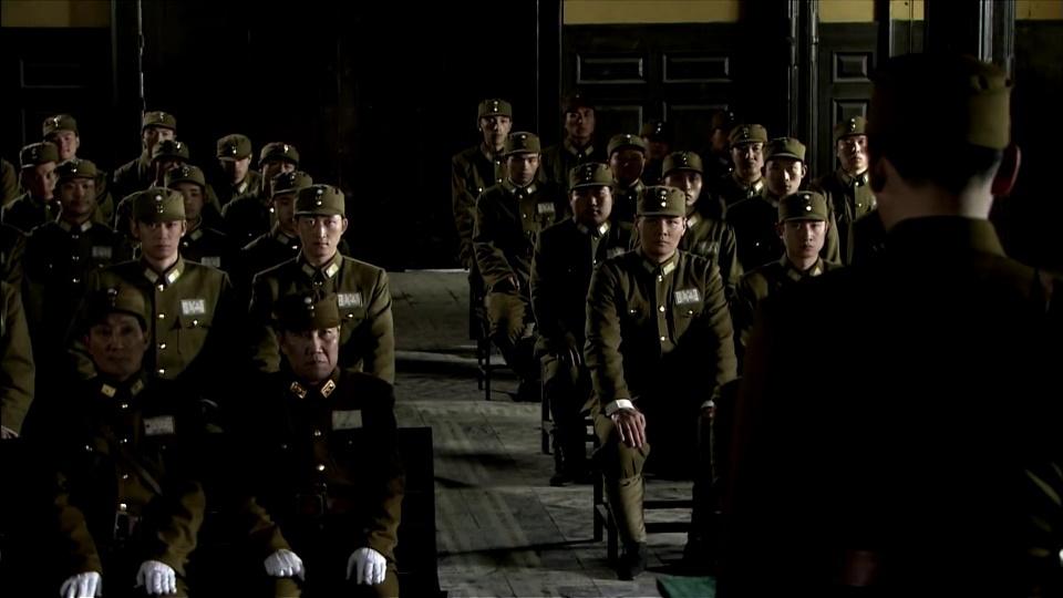 周卫国成为中央军校的优秀毕业生,被校长嘉奖,接受德国教育