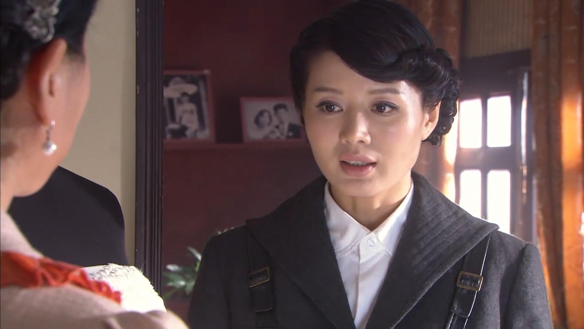 美女特工来到婚纱店,竟然发现有一件自己的婚纱,太奇怪