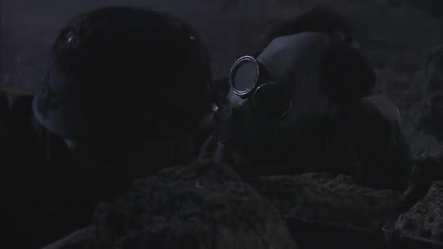 鬼子发现自己的对手实在太顽强,只好毒气弹,想一举消灭川军团