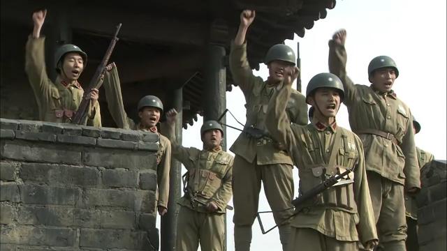 国军军心涣散,士兵殴打长官,高喊开城门和亲人们团聚