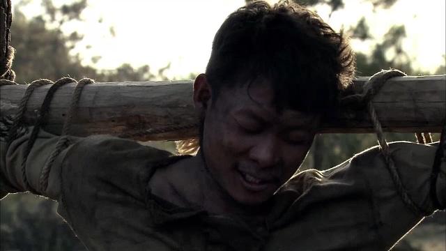 小伙子非常开心,哪怕自己马上要被枪毙,却还开心战友有好武器