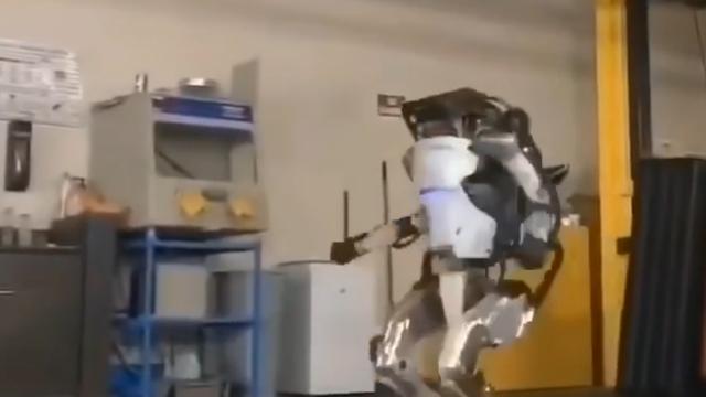 人工智能机器人翻跟头
