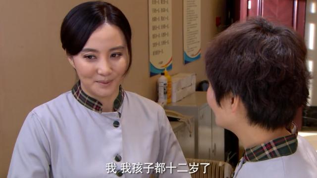 后勤大姐:瞧你这模样,你没结婚呢吧?多宝:孩子都要结婚了