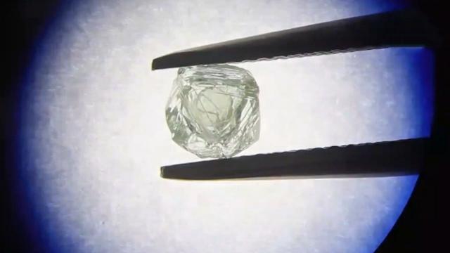 """拥有8亿年历史!矿工开采时发现世界首颗""""套钻"""""""