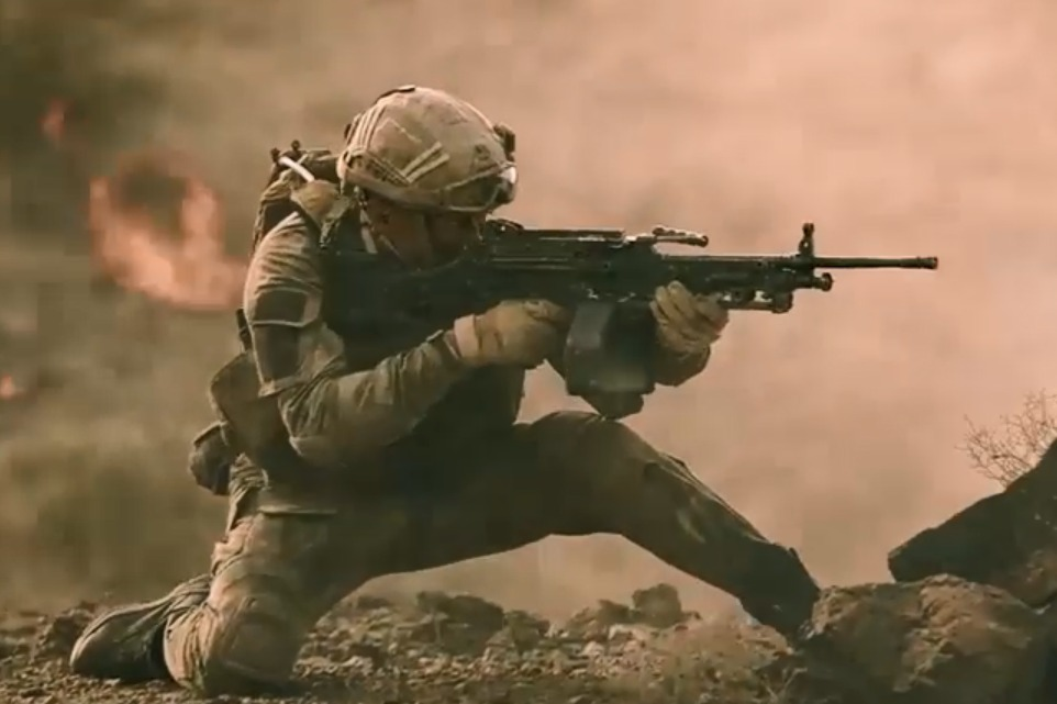 蛟龙小队遭遇伏击,敌人火力异常凶猛