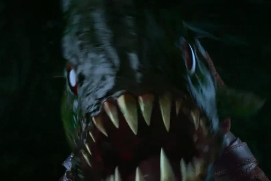 胡八一团队勇斗刀齿蝰鱼,惊险刺激,凶猛无比!