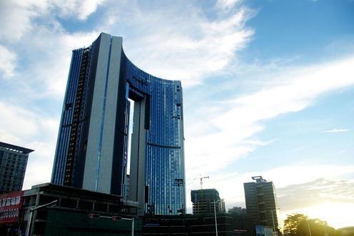 中国的这座摩天大楼,起风时晃动幅度达2米,为啥就是不会倒?