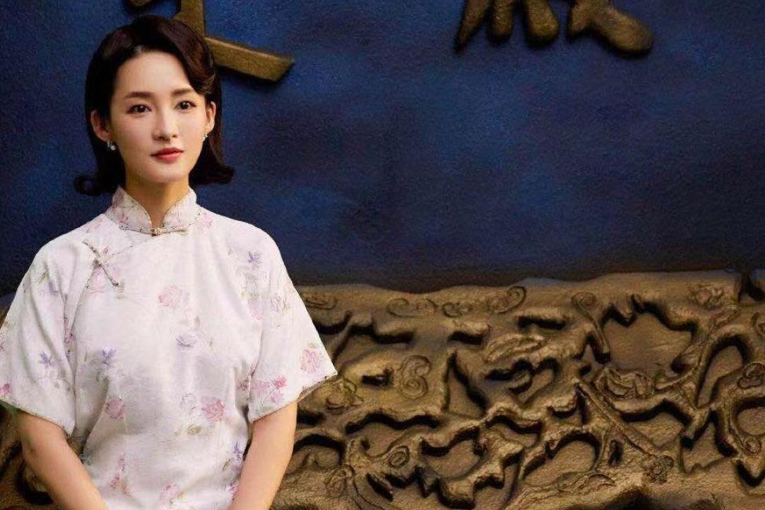 李沁饰演的林徽因造型曝光,白色绣花气质超群。