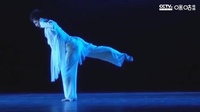 杨洋舞蹈 17岁与25岁杨洋跳的《蒲公英》