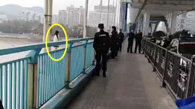 浙江杭州一女子跳江轻生 警察久劝无果