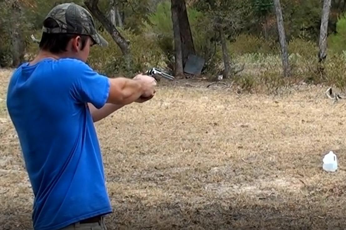 手枪vs哑铃