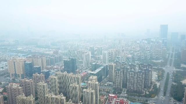 郑东新区这雾霾,已经看不到高楼林立了,只有烟雾缭绕