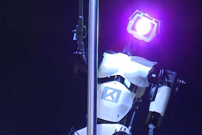 机器人在法国酒吧跳舞,受到众人追捧!有点辣眼睛