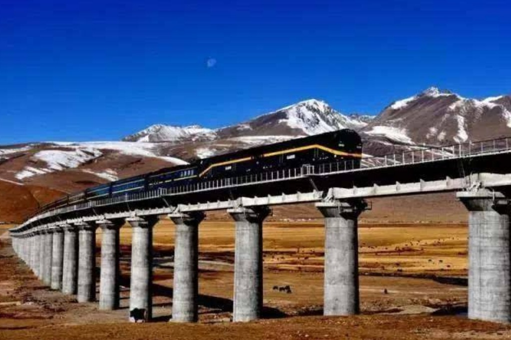 为什么中国青藏铁路的火车,要用美国的火车头呢?只有一个原因