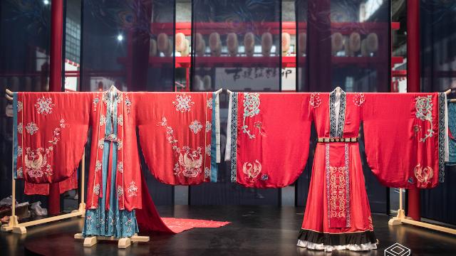 重庆辣妹潜心三年设计婚礼汉服  最贵一套汉服价值6万
