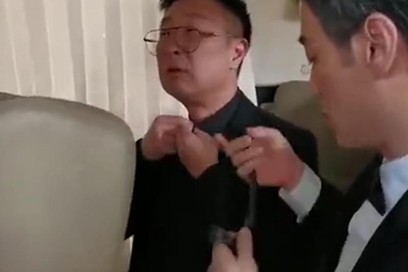 李光洁帮林永健打领带,李光洁妥妥的暖男一枚啊!