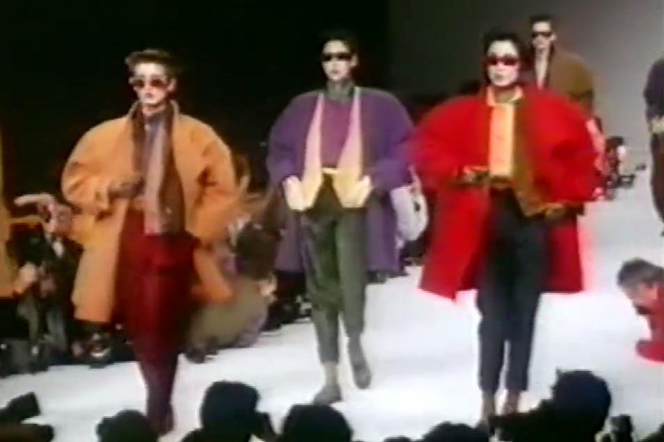 回忆曾经时尚 80年代经典宽肩时装秀 演绎霸气女王范