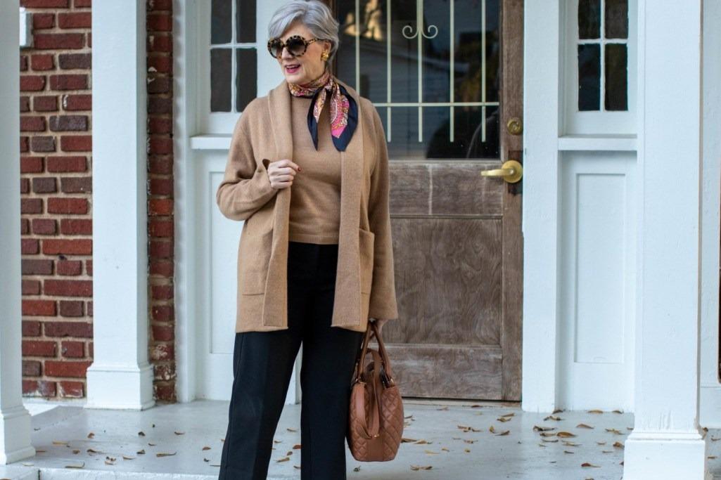 中老年女士穿搭技巧 50岁以上女性的最佳时尚服装