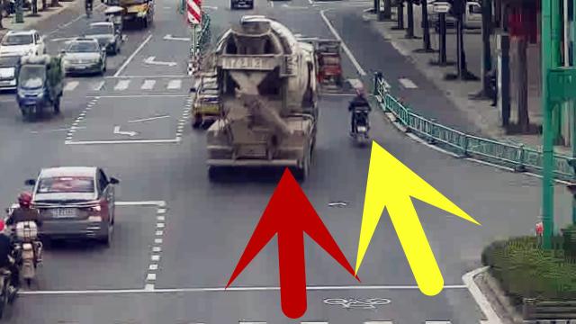 货车司机全责!监拍:重型货车随意变道挂倒摩托致骑手遭碾压死亡