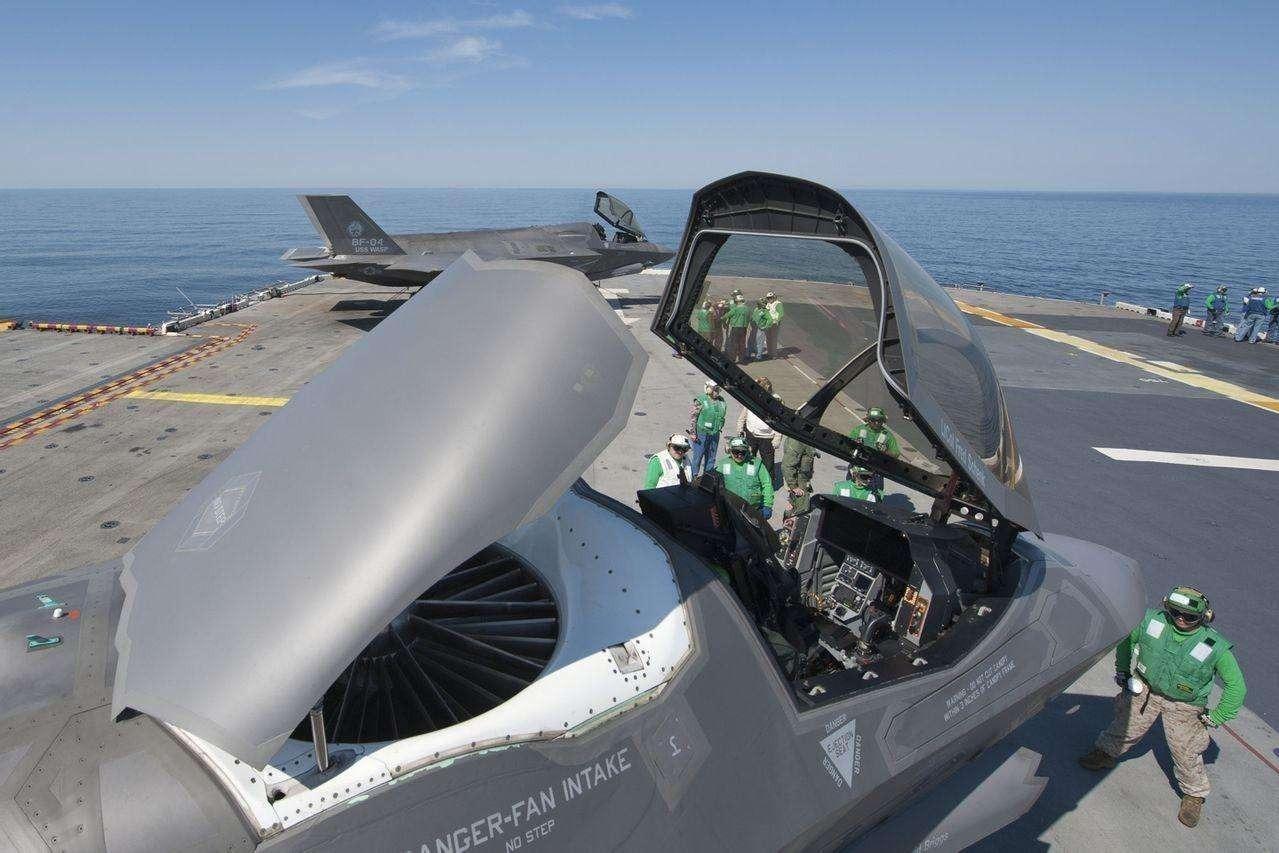 为每名飞行员配备专属头盔,还是用3D打印出成品