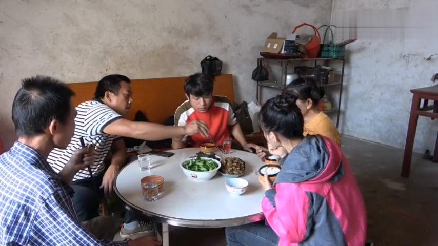 王四小舅子阿乐好久不做菜,一下厨就整野味,全家人打牙祭