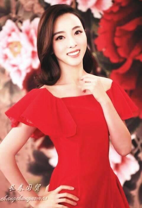 34岁央视主持人李思思素颜照曝光,面色红润皮肤白皙,女神范十足