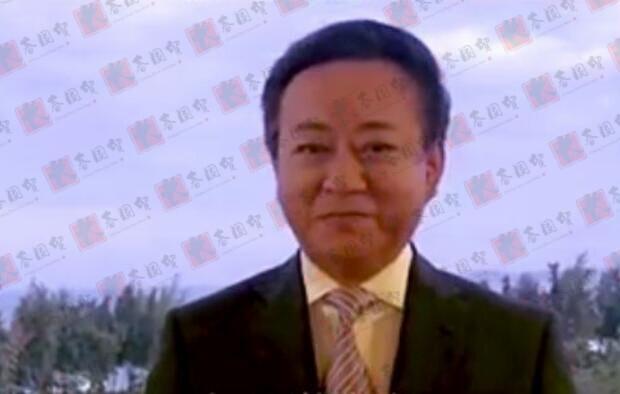 央视主持人朱军近照曝光,面部圆润明显发福,微笑出镜状态好